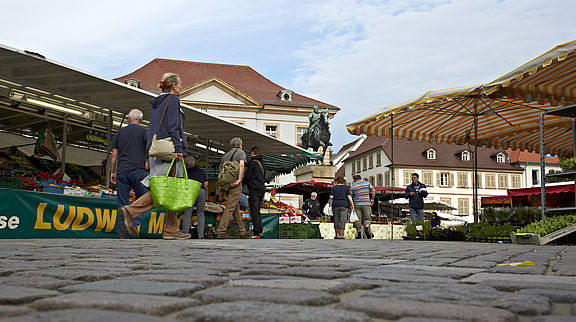 There are many beautiful weekly markets on the German Wine Route - the largest in Neustadt an der Weinstraße and in Landau. Regional products are also offered for sale on countless small markets and farmers' markets.